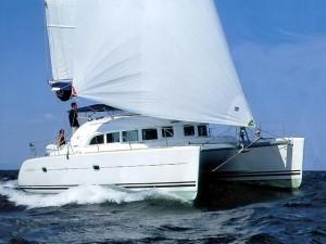 Lagoon_380_sailing